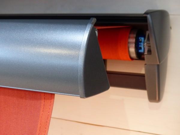 Halbkassettenmarkise Markise mit integriertem Schutzdach